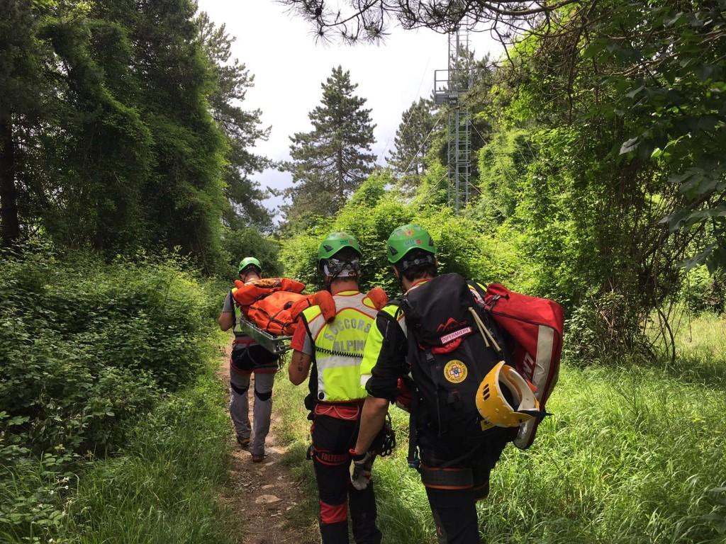 La Stazione di Lucca del Soccorso Alpino Toscano in aiuto ad un cercatore di funghi ferito a Ugliancaldo