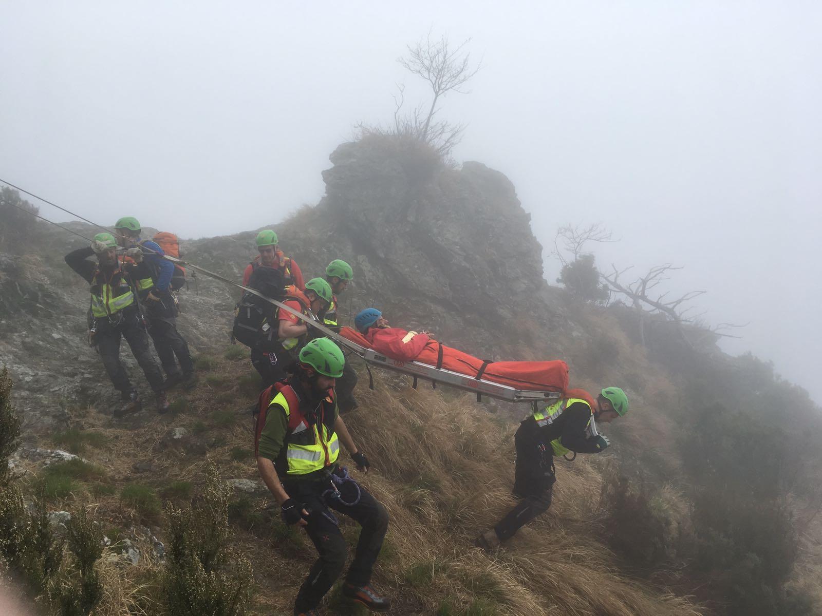 Intervento della Stazione di Massa per recupero ferito, località Passo degli Uncini (Massa)