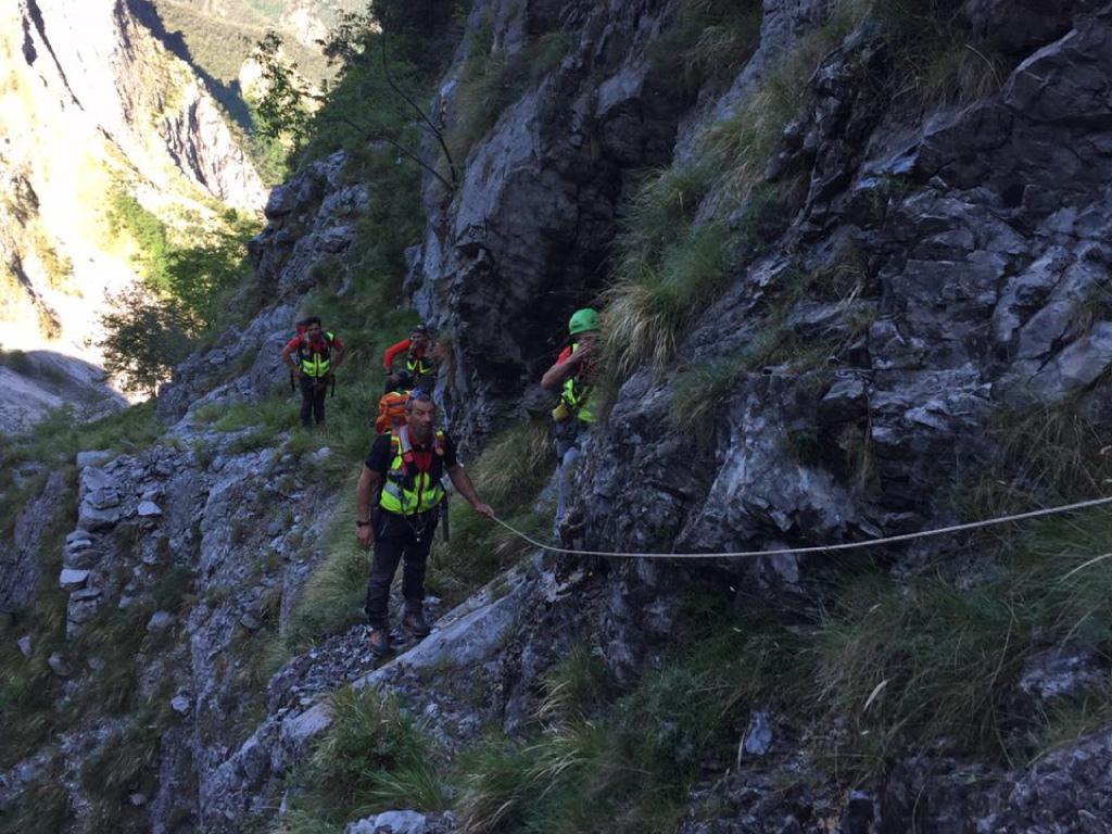 La Stazione di Querceta del Soccorso Alpino Toscano in aiuto ad un'escursionista svizzera persa sul Monte Corchia