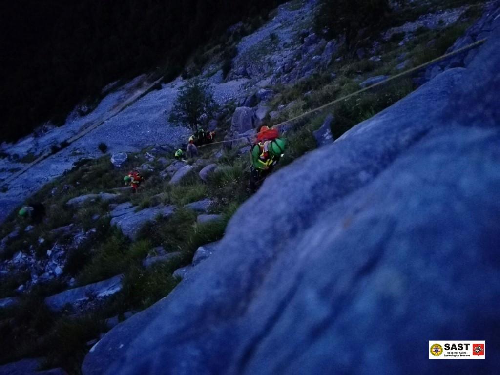Intenso fine settimana di lavoro notturno per la stazione di Massa del Soccorso Alpino Toscano