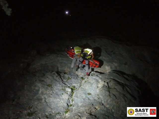 La stazione di Carrara del Soccorso Alpino Toscano in soccorso di un alpinista infortunato sul Pizzo d'Uccello