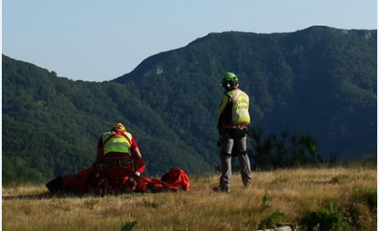 Il volontari del Soccorso Alpino Toscano della Stazione Monte Falterona sono intervenuti a Vicchio (FI) per un cacciatore colpito da un malore