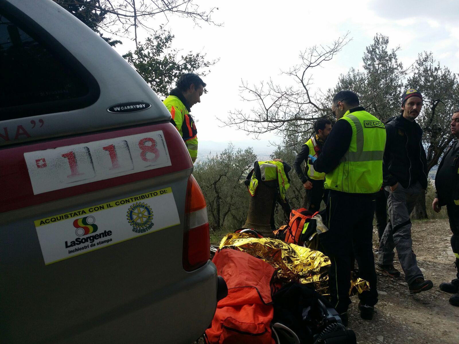 I volontari della Stazione Monte Falterona del Soccorso Alpino Toscano sono stati allertato per un ciclista infortunato nel bosco