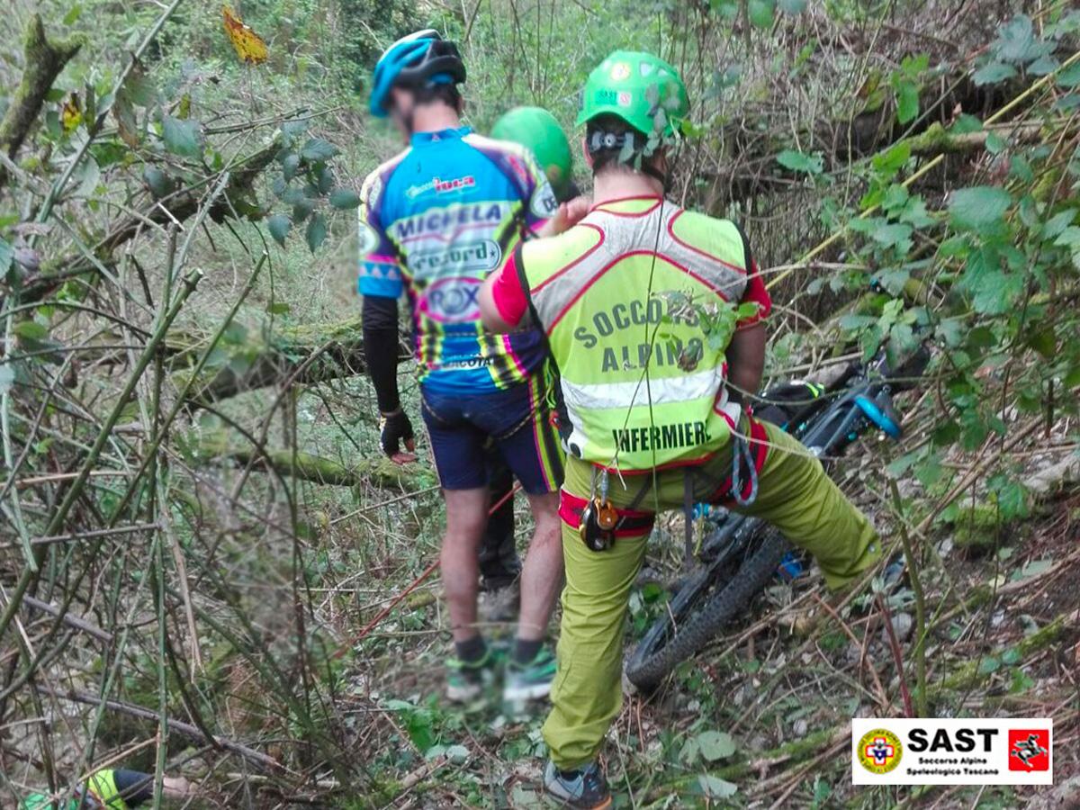 La Stazione di Querceta  del Soccorso Alpino Toscano è intervenuta per soccorrere un biker in difficoltà