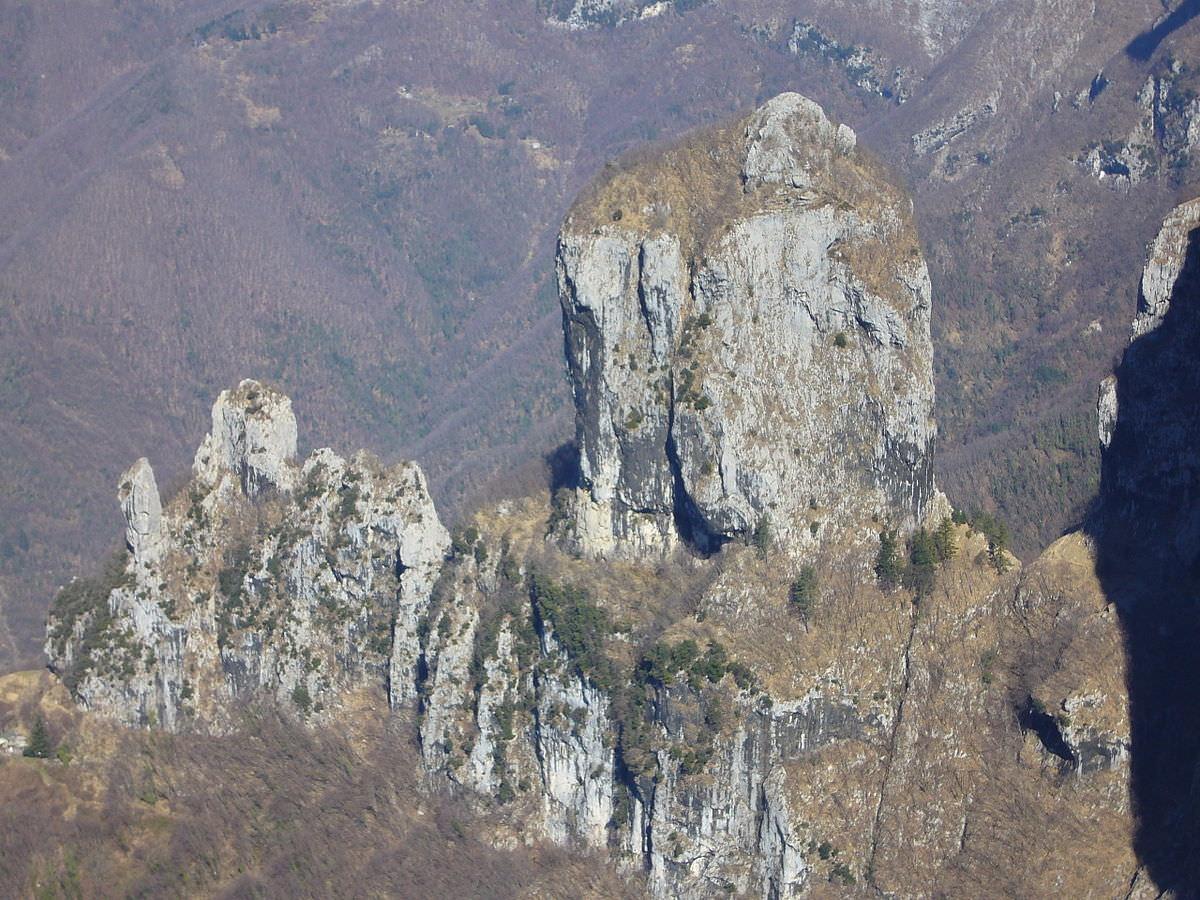 Manutenzione straordinaria ferrata del Procinto e chiusura sentieri sottostanti