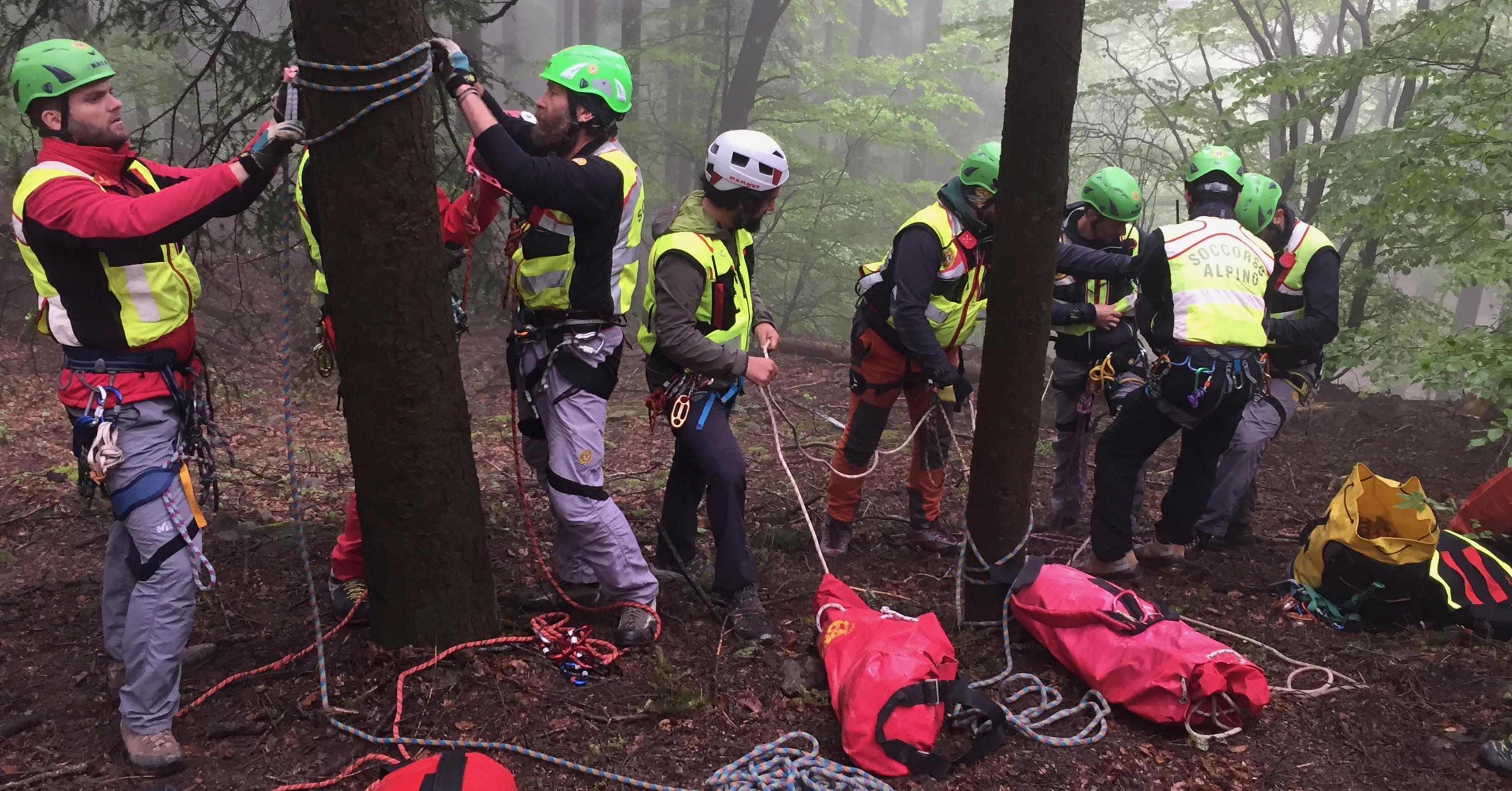 Esercitazione di ricerca dispersi con le unita cinofile per la Stazione Monte Falterona del Soccorso Alpino Toscano