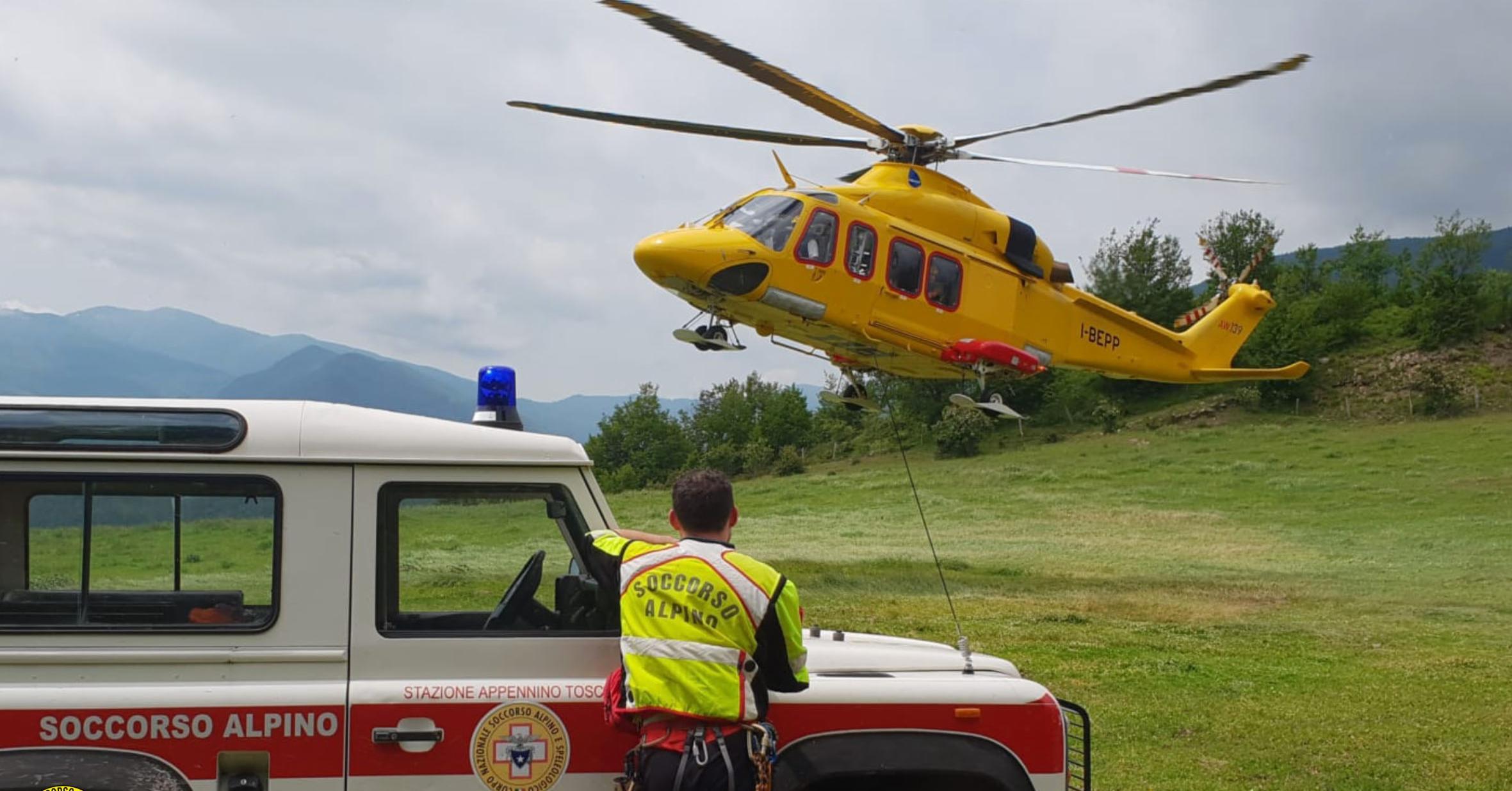 I volontari della Stazione Appennino del Soccorso Alpino Toscano intervenuti per due motociclisti infortunati