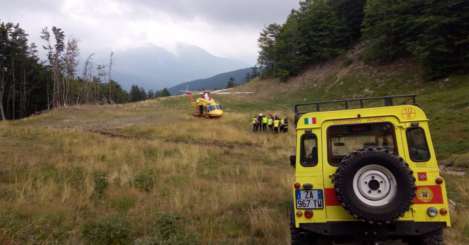 Intervento della Stazione Appennino del Soccorso Alpino Toscnano sulle piste dell'abetone per un biker infortunato