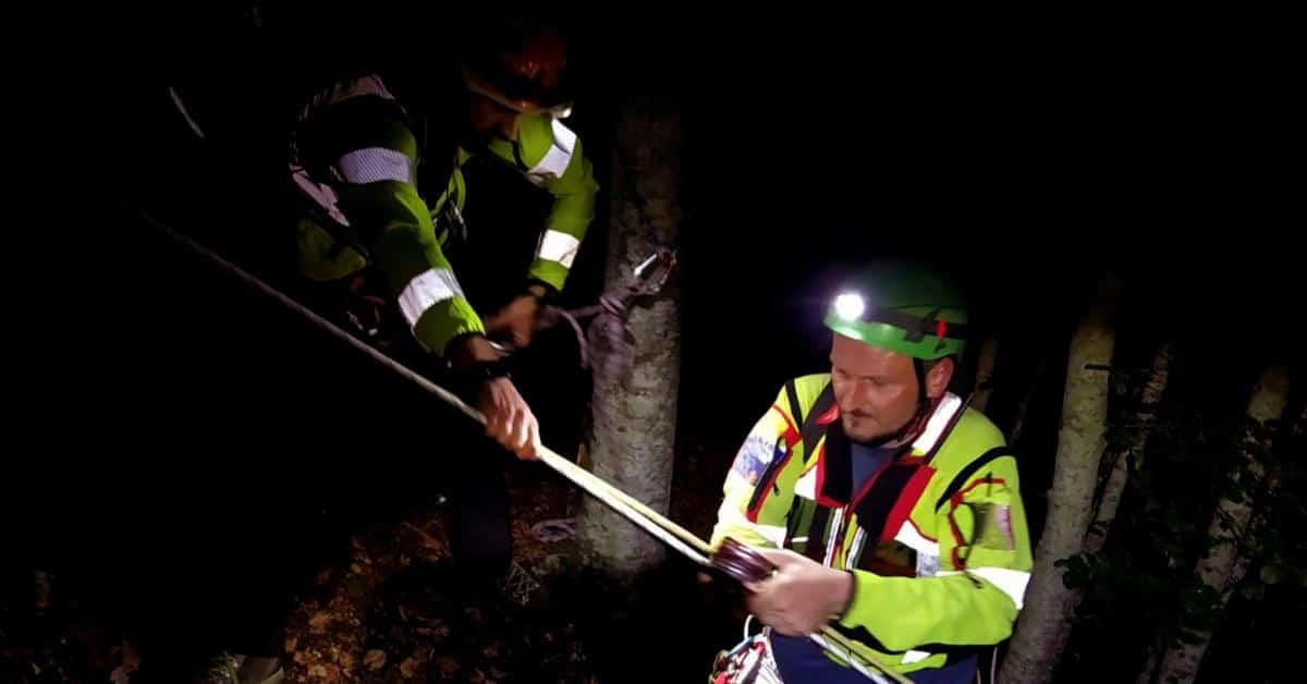 Complesso intervento notturno per i tecnici del Soccorso Alpino Toscano della Stazione Appennino per il recupero di un cercatore di funghi ferito.