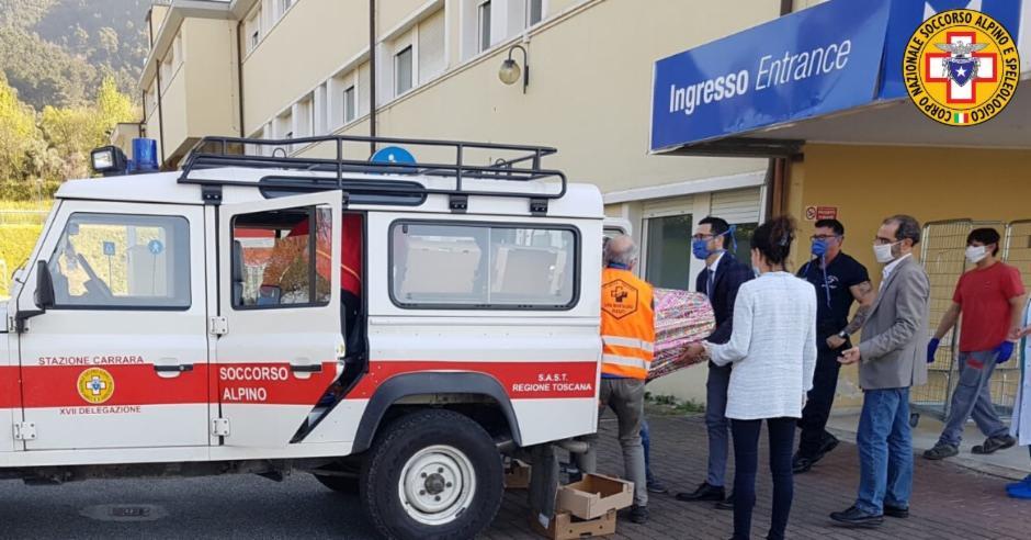 Continua senza sosta anche sul versante Apuano l'impegno dei soccorritori alpini della Toscana per il sostegno delle famiglie nel pieno dell'emergenza COVID19.