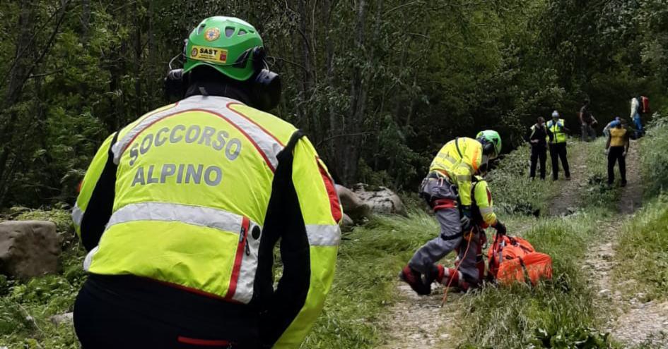 La Stazione Appennino del Soccorso Alpino Toscano attivata per un boscaiolo infortunatosi durante un lavoro forestale a Pian degli Ontani