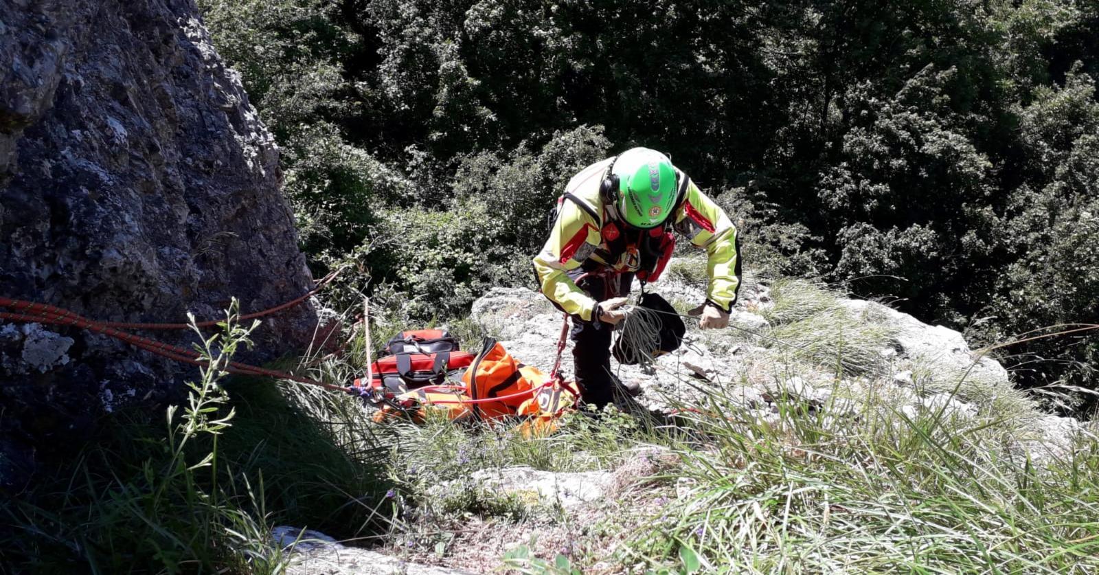 La Stazione Monte Falterona del Soccorso Alpino Toscano è intervenuta Rocchino di Cavrenno per soccorrere un'alpinista caduta durante la salita della parete.