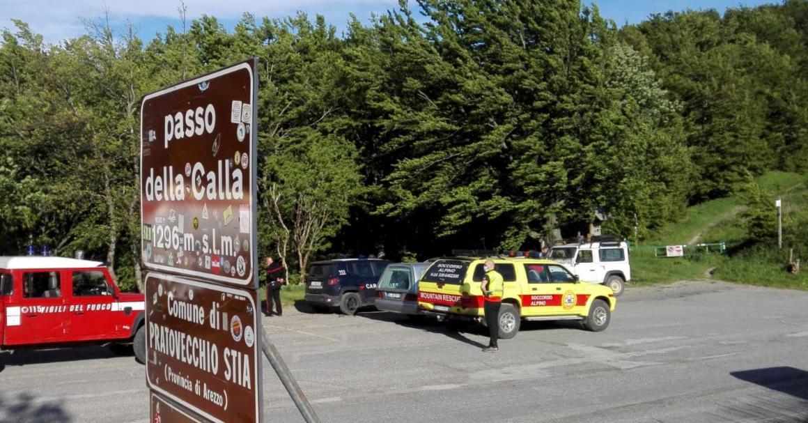 La stazione Monte Falterona del Soccorso Alpino Toscano è stato attivata dal 118 di Arezzo per grave infortunio di un operaio forestale nella zona del Passo della Calla
