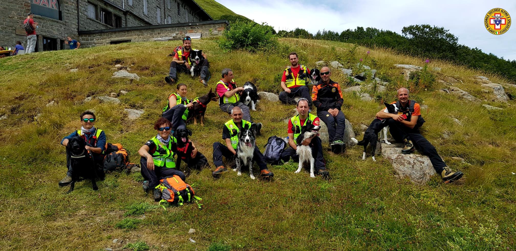 La Scuola Nazionale Unità Cinofile del Soccorso Alpino in addestramento sull'Abetone in Val di Luce
